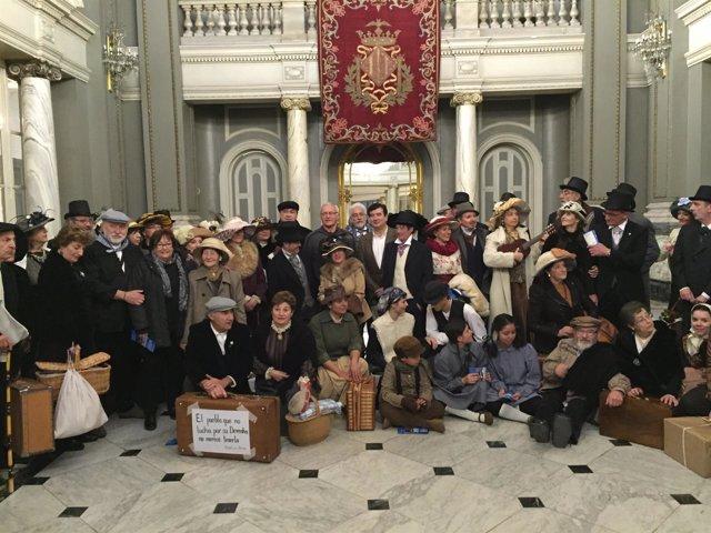 Los participantes de la protesta han sido recibidos en el Ayuntamiento