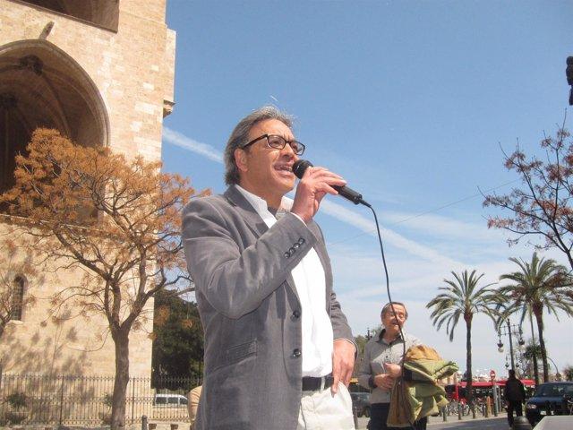 Manolo Mata en una imagen de archivo durante un acto con militantes