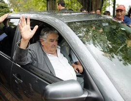 Mujica llega a Ecuador para participar en la misión electoral de la UNASUR
