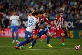El Atlético sabe sufrir para ganar al Málaga pese a las bajas