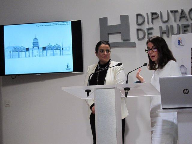 La alcaldesa de Almonte, Rocío Espinosa, y la arquitecta municipal.