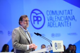 """Rajoy pide """"desconfiar de los adanes que creen que hasta que llegaron ellos no había nada"""""""