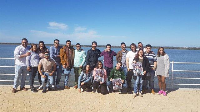 Jóvenes con Susana Díaz en Huelva