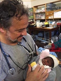 Una bebé de cuatro días rescatada en el Mediterráneo