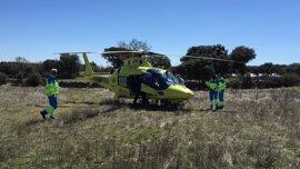 Herido muy grave un motorista de 53 años al chocar contra un monovolumen y quedar atrapado bajo el vehículo