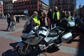 Unos 300 moteros se reúnen en Valladolid para pedir quitamiedos más seguros bajo el lema 'Por nuestro derecho a la vida'