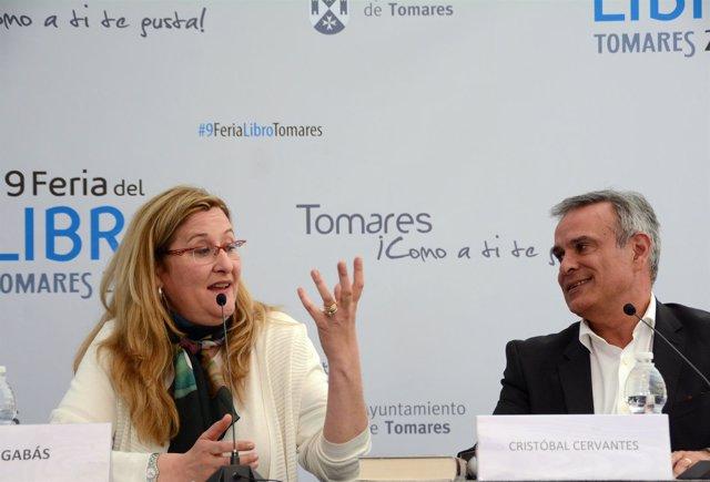 Luz Gabás clausura la Feria del Libro de Tomares (Sevilla)