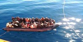 Desembarcan en Motril 100 personas rescatadas de dos pateras en el mar de Alborán