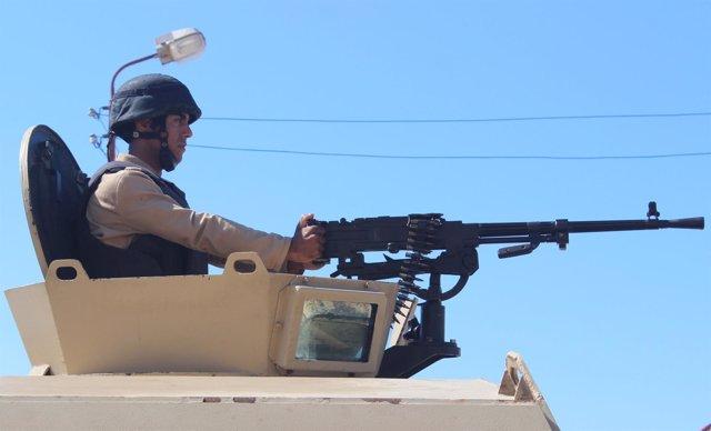 Un militar egipcio en El Arish
