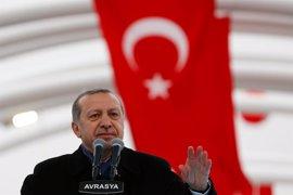 """Erdogan describe a la UE como una """"alianza cruzada"""" y acusa al bloque de """"mentir"""" a Turquía"""