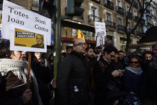 Joan Coma, de la CUP, apoyado por ERC al ir a declarar a la Audiencia Nacional