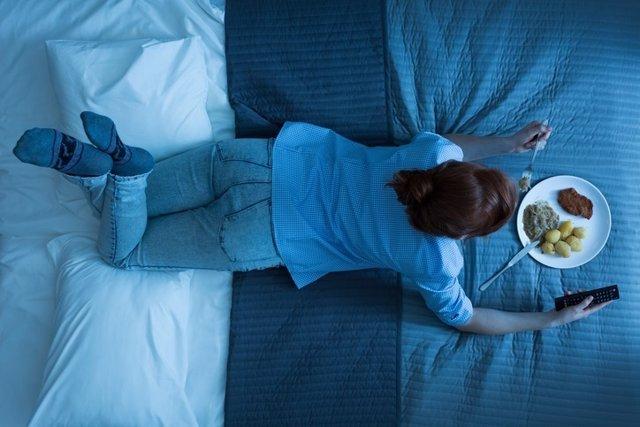 Dormir, comer, cama, sueño, insomnio
