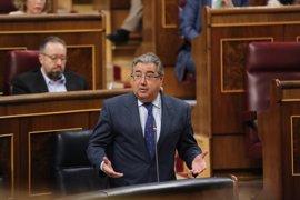 """Interior vigilará para que la ley se aplique de forma """"estricta"""" en el acto de desarme anunciado por mediadores de ETA"""