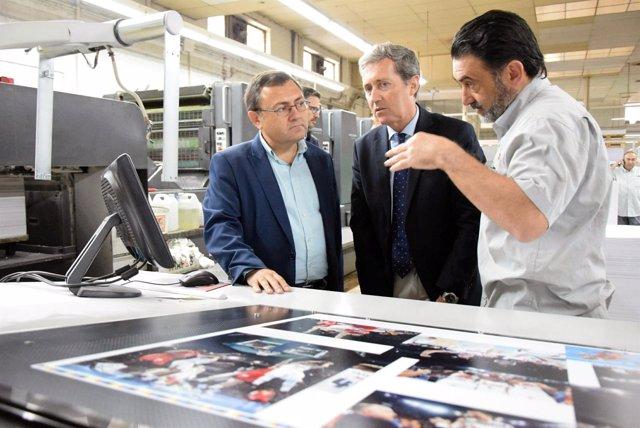 Miguel Ángel Heredia en la visita de una fábrica en Málaga