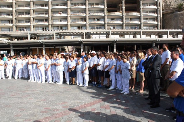 Trabajadores de Anfi guardan un minuto de silencio por la muerte de Yurena López