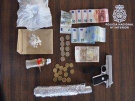 Sucesos.- Detenido un matrimonio por vender droga en su vivienda de San Juan de Aznalfarache