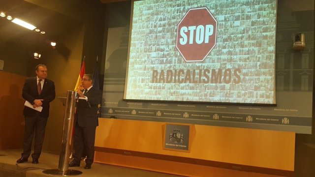 Zoido y el comisario José Luis Olivera en un acto en el Ministerio del Interior
