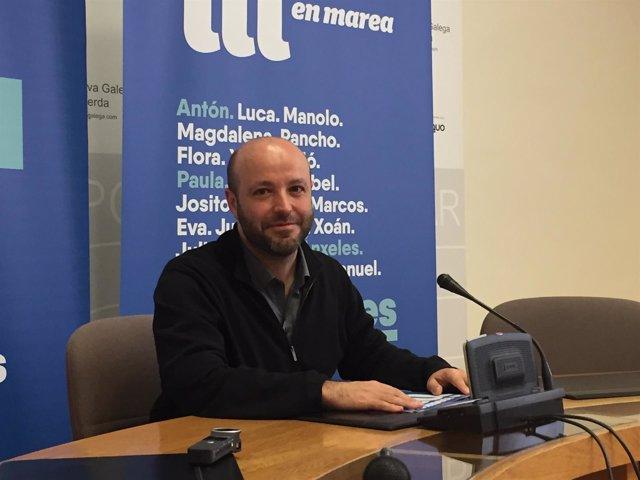 El portavoz parlamentario de En Marea, Luís Villares, en la rueda de prensa