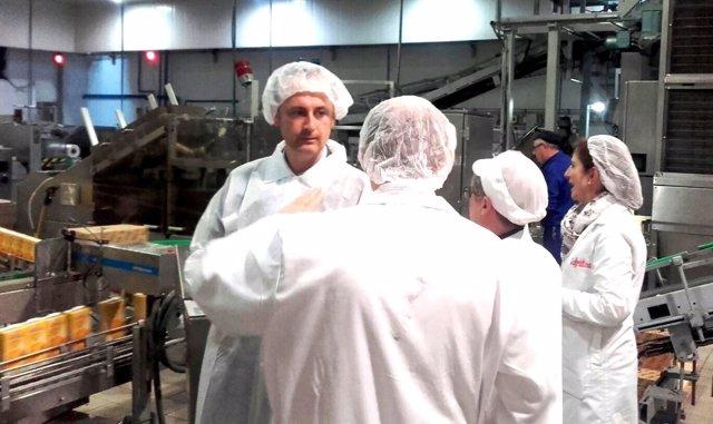 El director del Info durante su visita a las instalaciones de Cofrutos