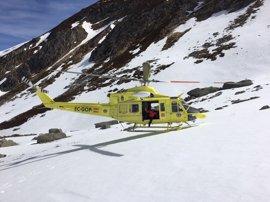 Rescatado en helicóptero un montañero con la pierna rota tras caer por el Pico Tres Mares