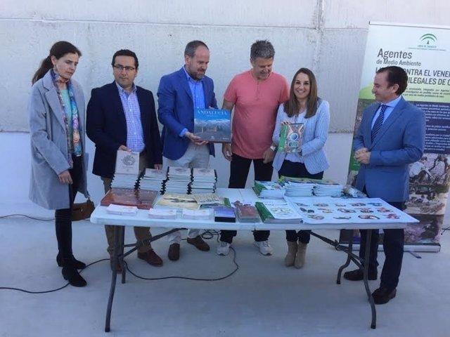 Algar (centro) y Ruiz (dcha.) en su visita al IES Luis Carrillo de Sotomayor