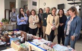La presidenta de la Asamblea inaugura en Calamonte (Badajoz) el mercadillo anual de la Asociación Oncológica extremeña