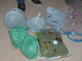 Pide auxilio por intento de suicidio y acaba detenida por acumular 7 kilos de droga en su casa de Fuenlabrada