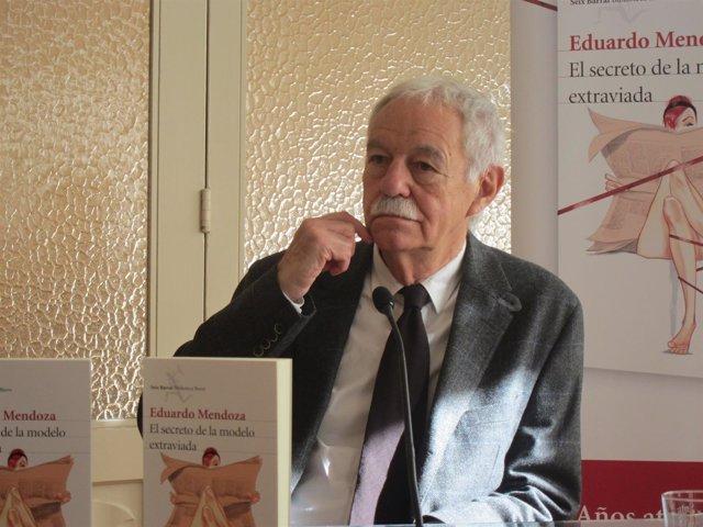 El escritor Eduardo Mendoza