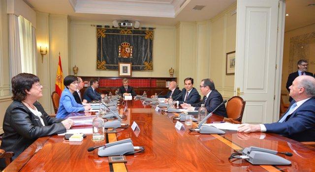 Imagen la de reunión.