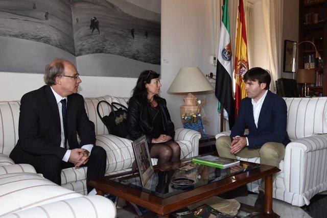 Visita del cónsul francés a la Diputación de Cáceres