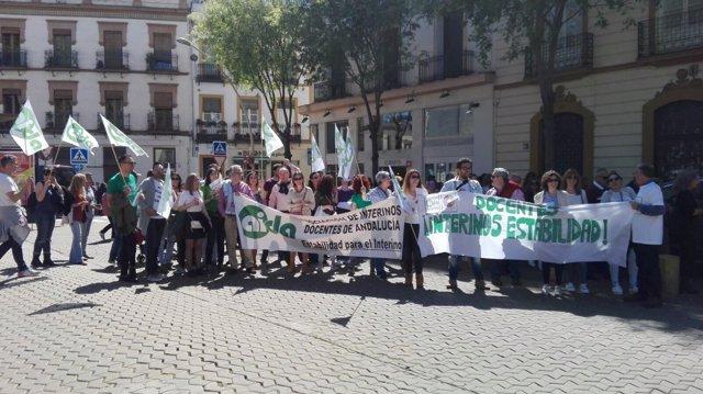 Concentración de docentes interinos en Sevilla