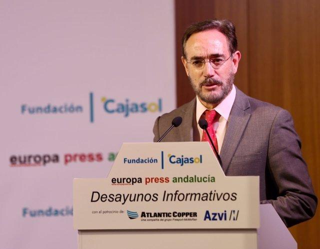 El consejero de Fomento de la Junta de Andalucía, Felipe López