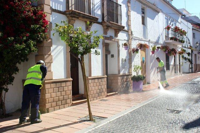 Estepona limpieza azahar agua baldeo calles semana Santa
