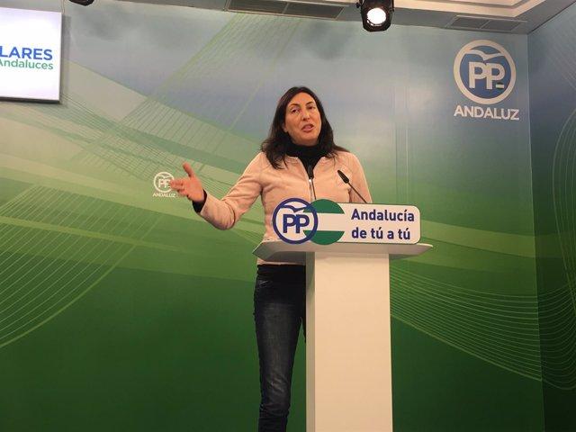La secretaria general del PP-A, Loles López, durante la rueda