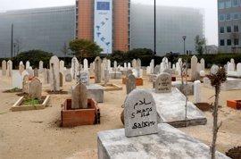 Save the Children recrea un cementerio en Bruselas y pide a la UE que proteja a los niños sirios