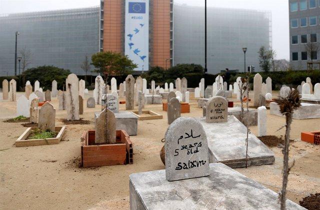 Réplicas de tumbas en Bruselas para recordar el conflicto de Siria