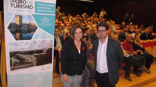 Isabel Ambrosio y Pedro García en el I Foro de Turismo
