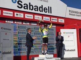 Matthews gana un sprint 'aussie' y es líder, Contador se cae sin consecuencias