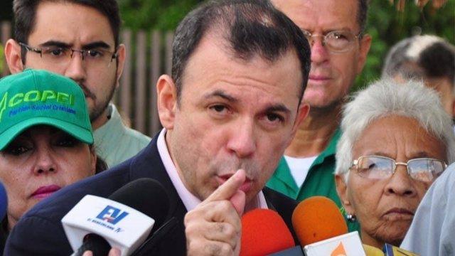 El presidente del partido opositor COPEI, Roberto Enríquez