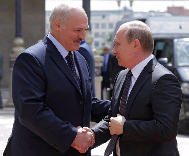 Alexander Lukashenko y Vladimir Putin