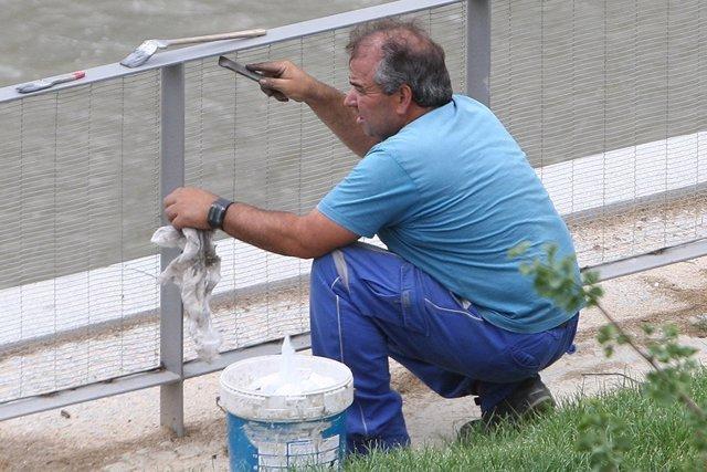 Un trabajador en su actividad