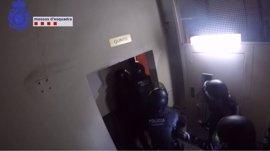 18 detenidos de una banda que se desplazaba en transporte público para robar en pisos