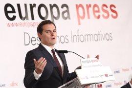 """Rivera pide a Rajoy que """"dé la cara"""", deje de """"proteger"""" al presidente de Murcia y se anuncie hoy su dimisión"""