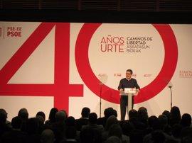 """Patxi López ve un """"error de bulto"""" que Page condicione su futuro en función del resultado de las primarias"""