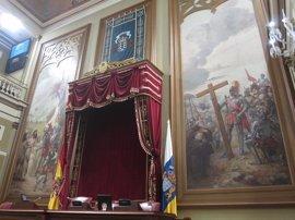 """Darias pide """"rigor e información"""" para analizar los lienzos sobre la conquista del Salón de Plenos del Parlamento"""