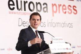 """Rivera dice """"no tiene por qué haber ningún conflicto"""" por Gibraltar pero sí debatir su relación con la UE y con España"""