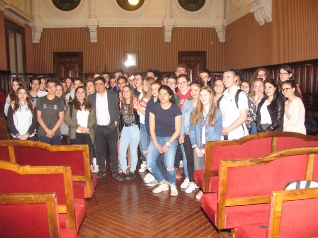 Foto de familia con los alumnos franceses de intercambio en Jaén.