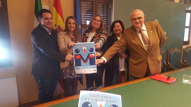 Luna (centro) y Ruiz (izda.) durante la presentación de la campaña