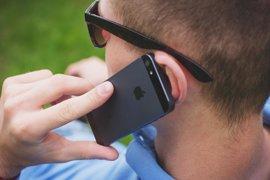 Puedes hablar tranquilo por el móvil: no hay más riesgo de cáncer