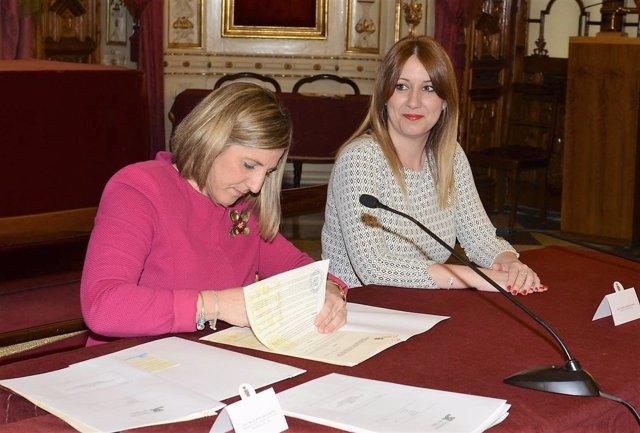 Irene García firma convenio con asosciaciones en Diputación